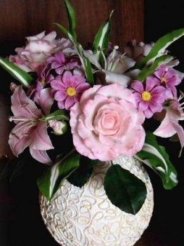 Красивая ваза папье-маше из ниток