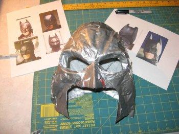 Маска Бэтмена из скотча
