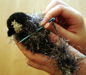 Вязаный пингвин техникой амигуруми