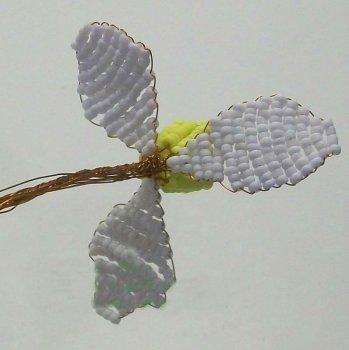 Нарциссы из бисера своими руками